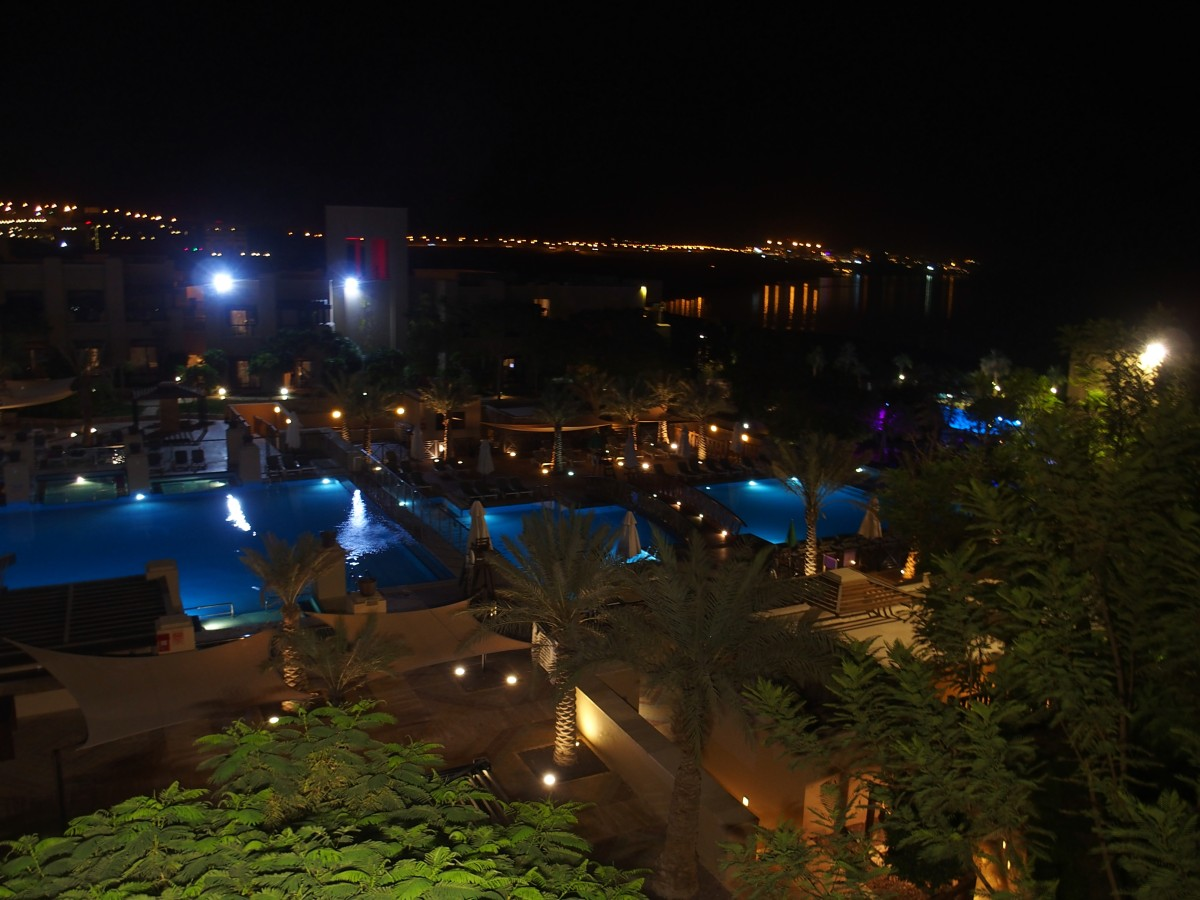 Holiday Inn Dead Sea bei Nacht