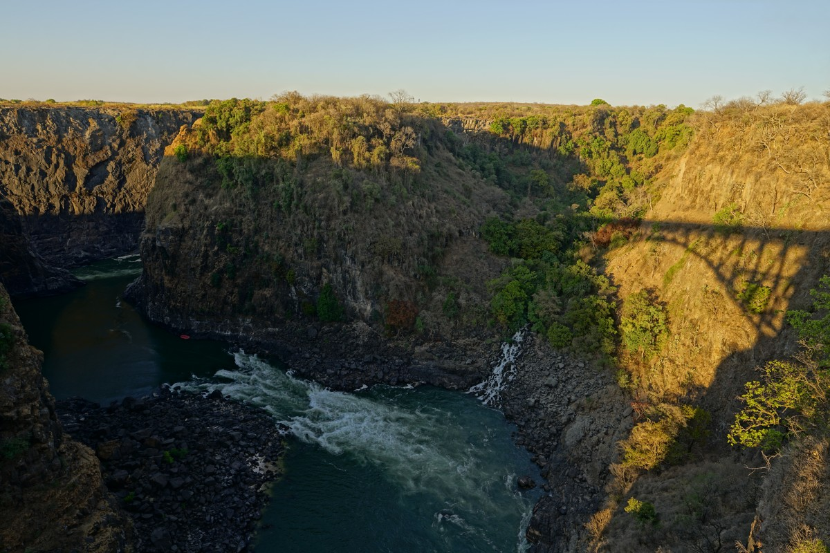 Eastern Cataract mit Schatten der Victoria Falls Bridge