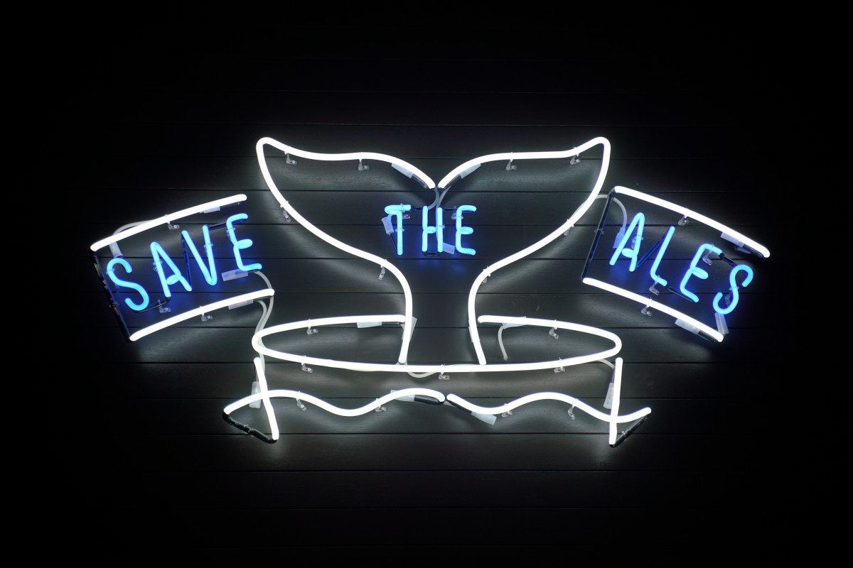 Neonschild: SAVE THE ALES